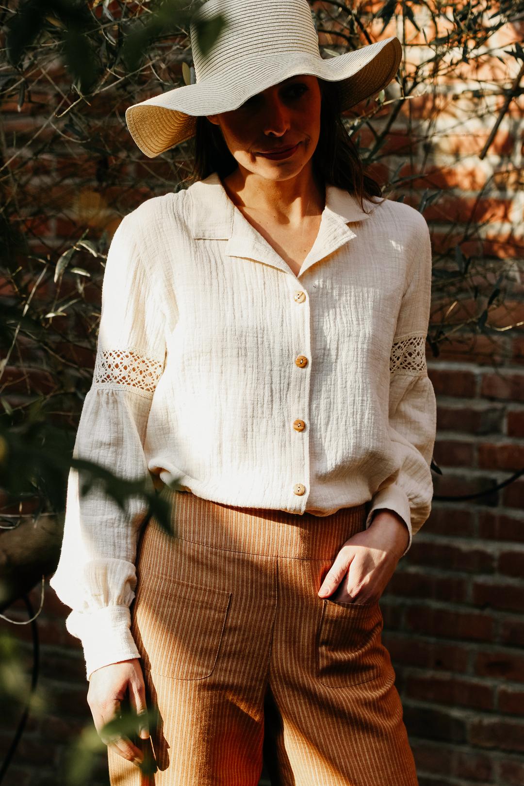 Blouse Enaz | Losvallende blouse mousseline kant from Sûr Atelier